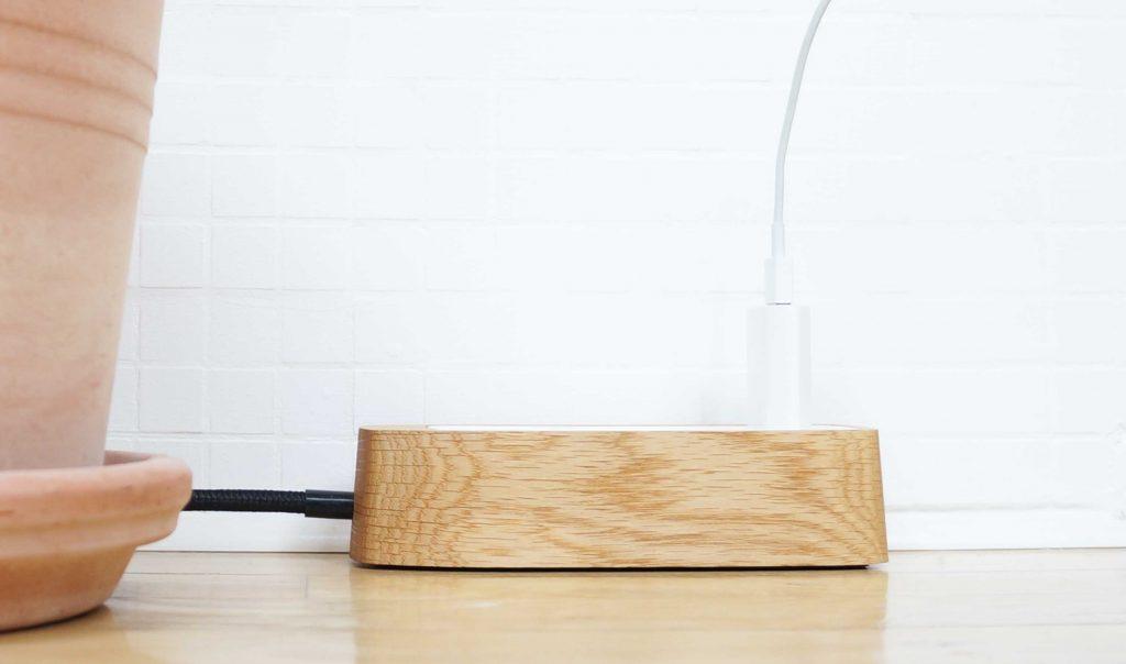 Superbly Volta CPH - Design stikdåse i træ - Stikdåsen i egetræ HJ37