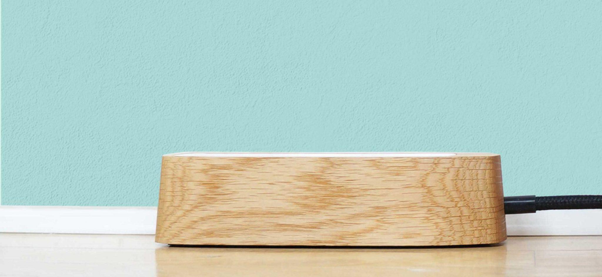 design stikdåse i egetræ med stofkabel